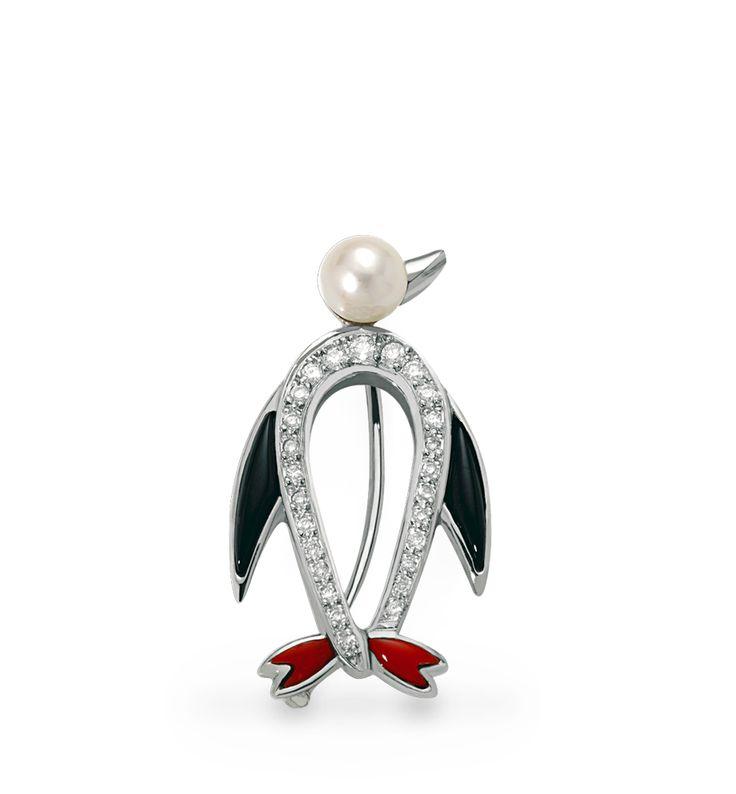 Joya única de J.Roca. Broche en forma de pingüino de oro blanco acompañado de brillantes y perla #joyeriabarcelona
