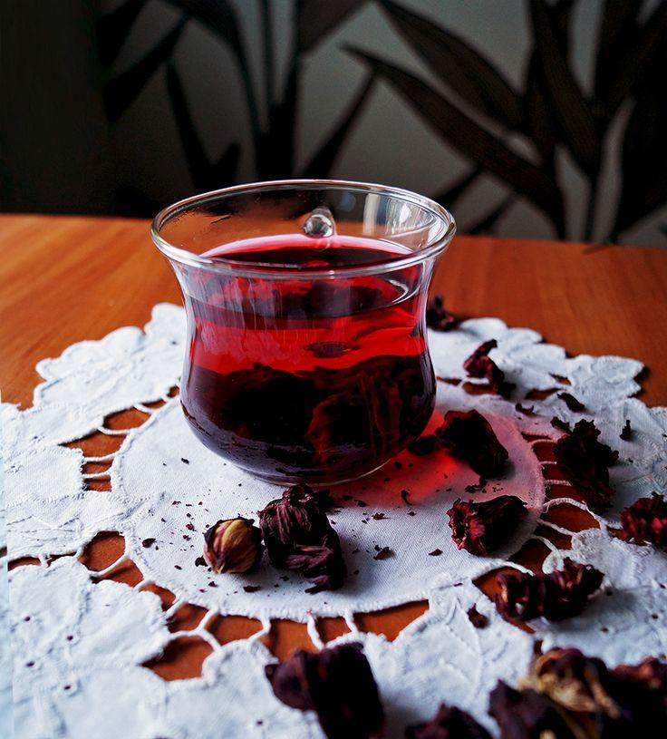 Dlaczego warto pić herbatę z hibiskusa? Sprawdź właściwości i przygotowanie. #hibiscus #hibiskus #tea #naturaldrinks