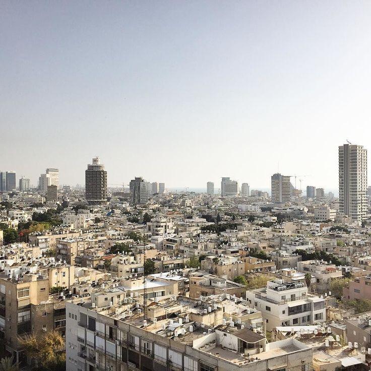 Tel Aviv la vasta e moderna città bianca simbolo e luogo di libertà. Tanta voglia di tornare in #Israele per viverla a fondo per scoprirla nei giorni comuni lontano dalle grandi feste. Intanto mi riguardo le foto del mio #ExploreIsraele #TLV