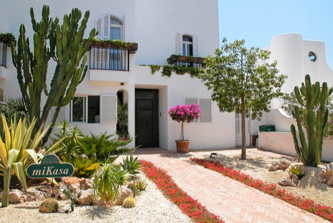 miKasa is a cozy and charming hotel situated in the village of Agua Amarga. Just a three minute walk to a soft, sandy beach and the sea. We offer you several indoor sitting rooms and lovely outdoor lounges.