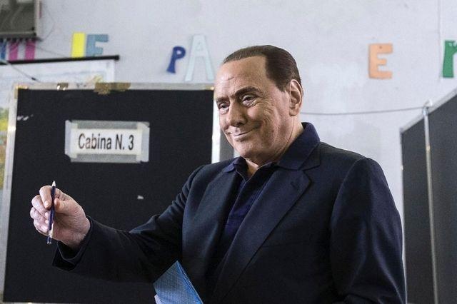 Début de l'opération à coeur ouvert de Berlusconi