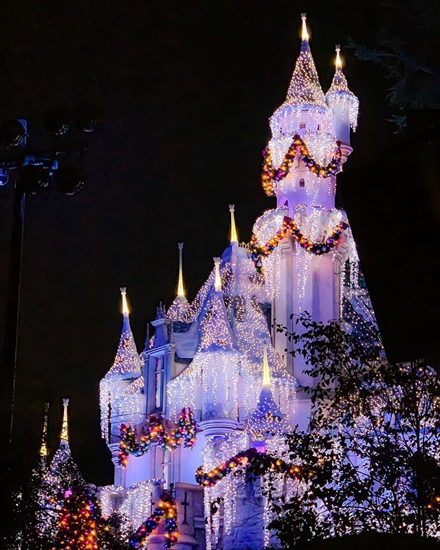 Leaving 2018 With A Very Merry Bright Castle Happy New Year S Eve Cheers To A Happy 2019 Xoxo Merry And Bright New Year S Eve Happy New Year