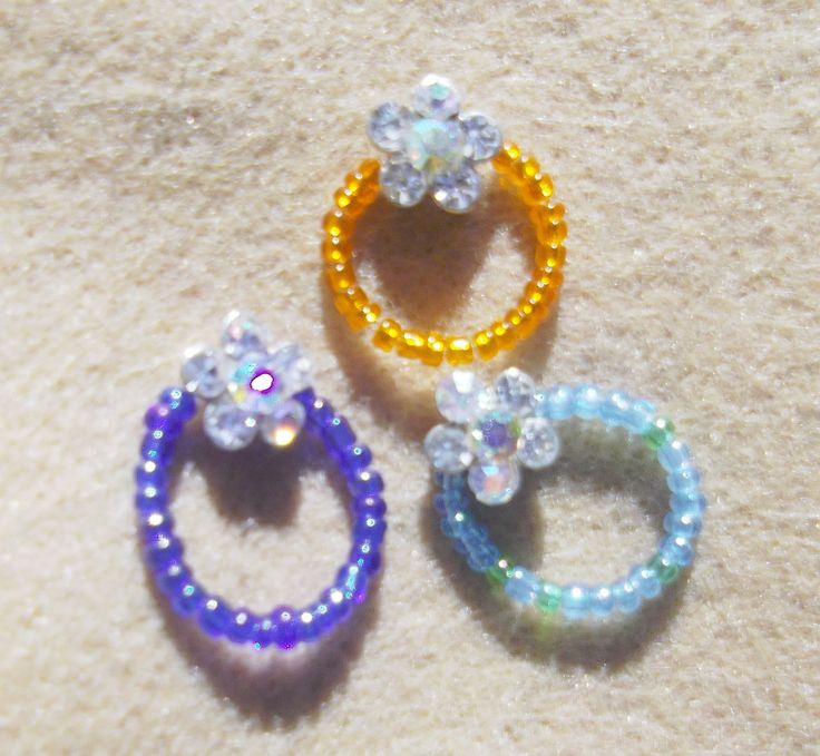 Single Strand 'Magic Stretch' Aurora Borealis Flower Toe Ring.