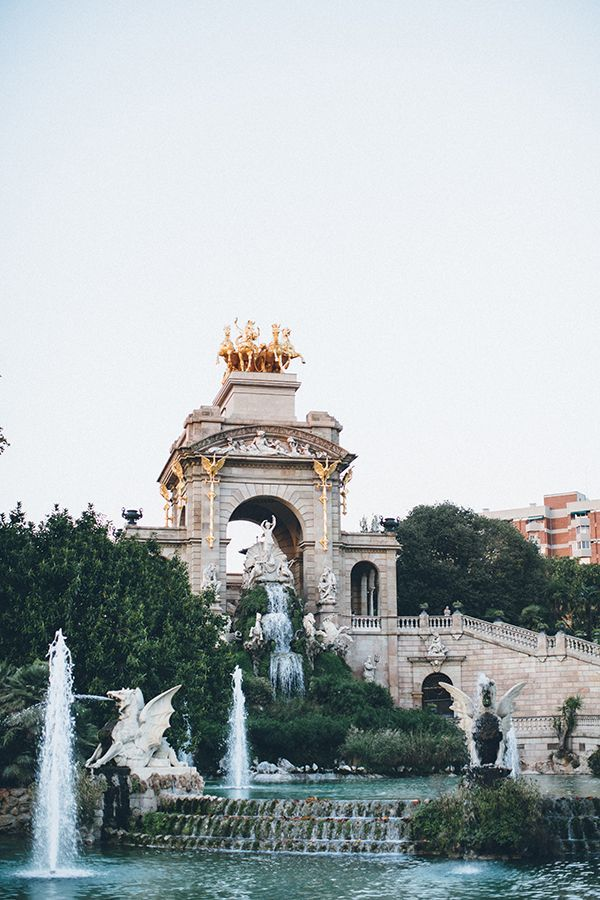 Barcelona travel guide. Beautiful photo of a beautiful city!