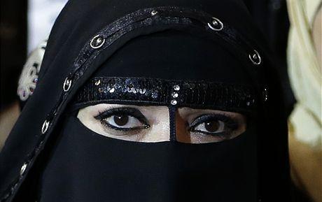 Sex, drogy a plnovousy. Tak vypadá pornokino v pákistánské baště Talibanu | Zprávy ze světa | Lidovky.cz