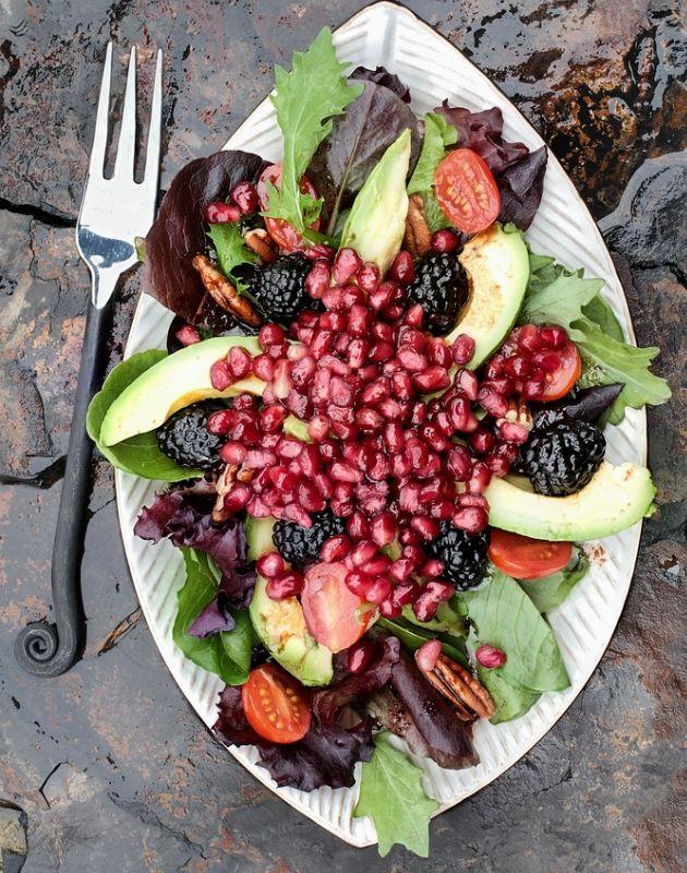 Σαλάτα με σπανάκι, ρόδι και αβοκάντο - Κεντρική Εικόνα