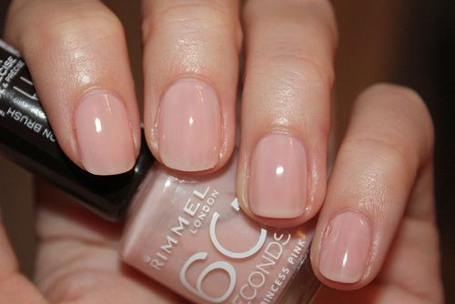 a sweet tone for the nails (Rimmel 60 seconds nailpolish in Princess Pink)