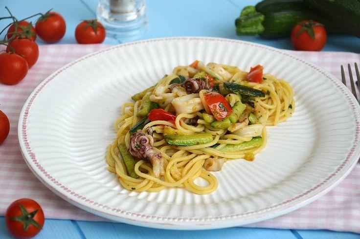 Spaghetti calamari e zucchine, scopri la ricetta: http://www.misya.info/ricetta/spaghetti-calamari-e-zucchine.htm