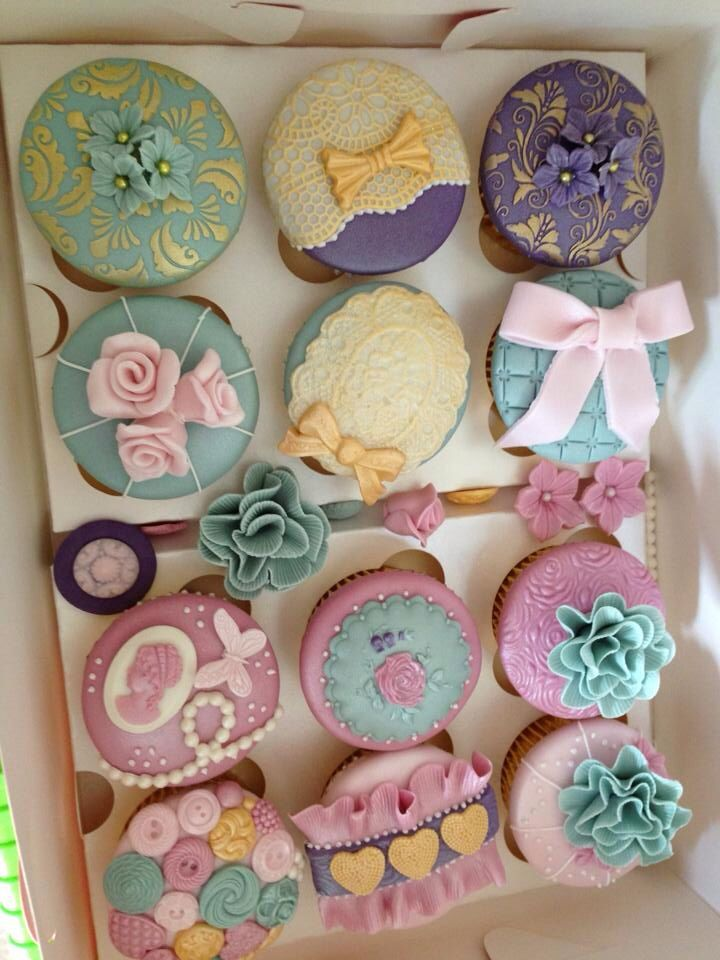 Nikola Coleman Cakes & Cupcakes - Very Vintage Wedding
