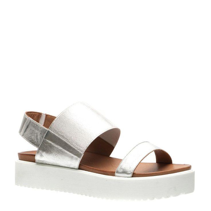Op zoek naar een paar nieuwe hippe sandalen? Wat dacht je van deze gave eyecatchers? Je vindt deze en nog meer leuke nu in de uitverkoop! #mode #dames #vrouwen #schoenen #sandalen #zomer #lente #zon #sale #fashion #women #shoes #sandals #spring