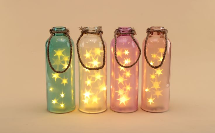 Tarros de colores con luces para iluminar ambientes y dar un toque diferentes a tus cenas o eventos al aire libre. #tarrosluz #tarros #led