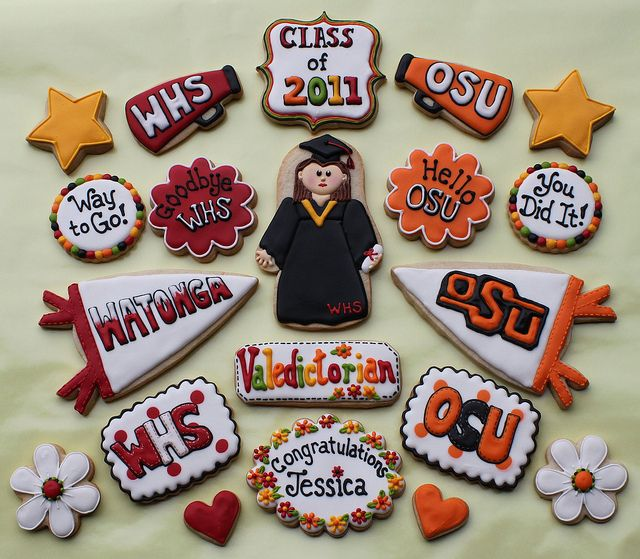 Great graduation cookies. Love the details and colors!