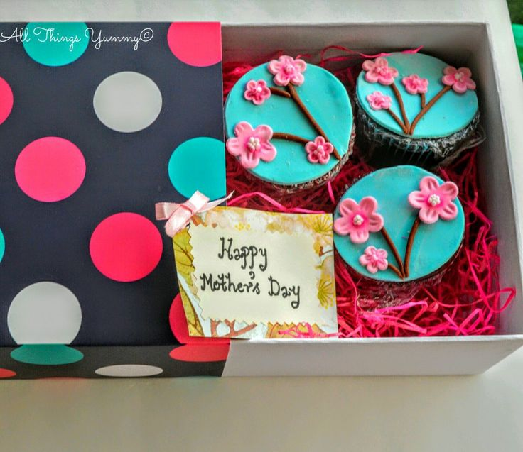 Mother's Day Floral Cupcake Box is a set of 6 cupcakes in a pink and blue themed cupcake decor and box packaging for your mother! Pick from over 15 flavors. #mothersday #cupcakes #packaging #allthingsyummy #atyummy