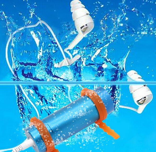 Купить товарHifi встроенный в 4 ГБ mp3 плеер плавание дайвинг водонепроницаемый спорт mp3 плеер с FM радио наушники USB кабель для зарядки в категории MP3-плеерына AliExpress.             Встроенный 4 ГБ Плавание Дайвинг Водонепроницаемый спортивный MP3 плеер с FM радио наушники наушники USB каб