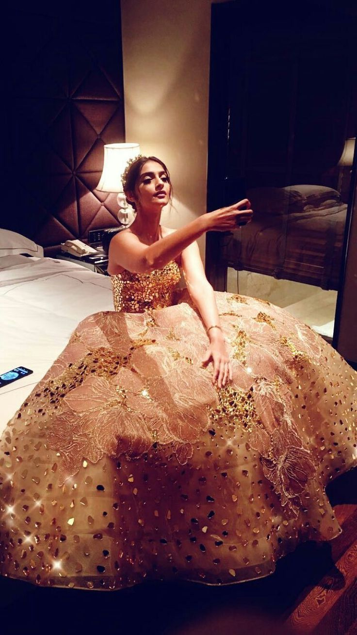 Sonam kapoor for filmfare Gold