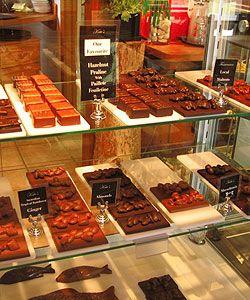 Kates Berry Farm - Just Desserts Cafe, Jams, Sauces, Jellies, desert Wines & Country Produce - Tasmania Australia