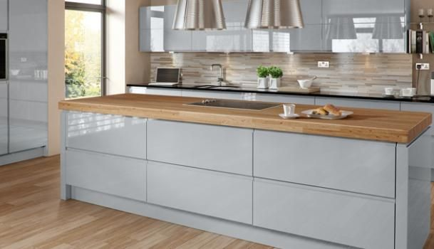Grey kitchen in gloss finish with integrated handlehttp://www.deeluxkitchens.co.uk/kitchens/bowden-grey-gloss