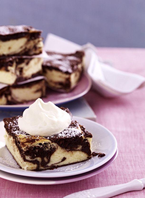 Unser beliebtes Rezept für Brownie-Käsekuchen vom Blech und mehr als 55.000 weitere kostenlose Rezepte auf LECKER.de.