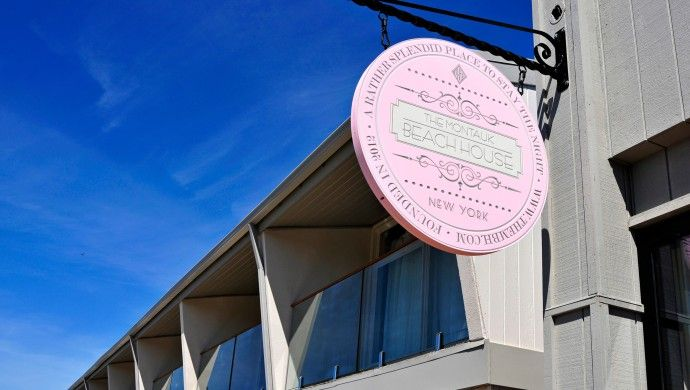 The Montauk Beach House: Montauk Beach House has a rare in-town location just a block from the Atlantic Ocean and beach.