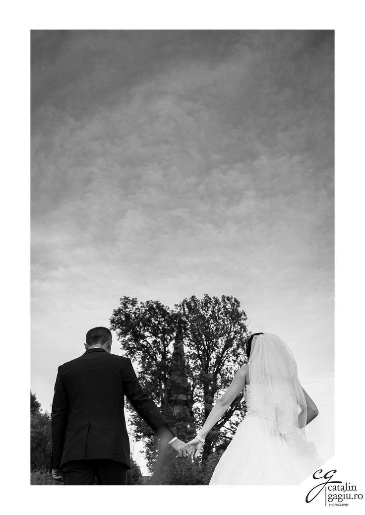 #nunta #sedintafoto #mireasa #mire #copaci #indragostiti #inima #innorat #iubire #pereche #uniti #biserica #Maramureș #România #alb #negru #rochie #costum #nori #wedding #weddingday #groom #wife #pair #together #church #trees  #black #white #lovers