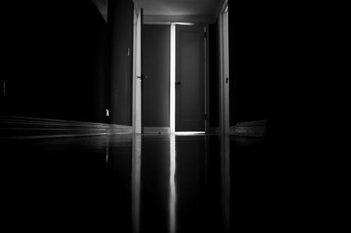 """A pergunta não é como, onde, mas com quem ? Existem milhares de respostas e caminhos possíveis que variam de pessoa para pessoa. Existe uma resposta, que particularmente vem sem que eu consiga impedir. Aquela que entra no coração sem querer e amordaça os demais sentimentos ou valores. A que passa por uma porta mal fechada da vida. Segurando a chamada """"razão"""" por…"""