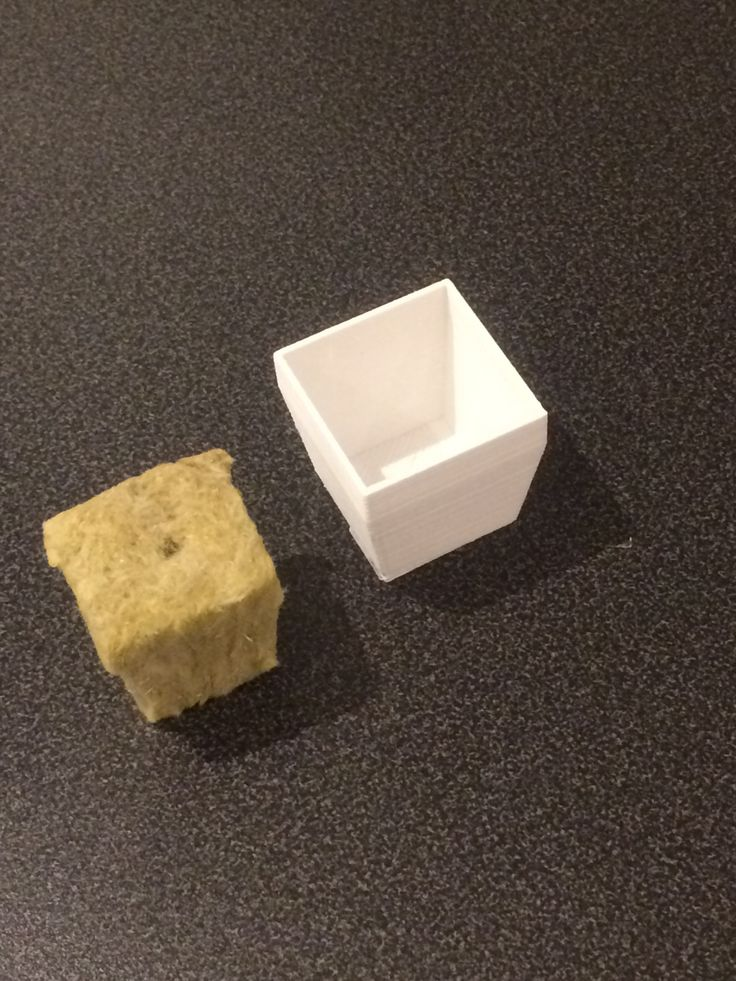 Har her tegnet og printet en potte til Rokwool kube på 2,5 x 2,5 cm.