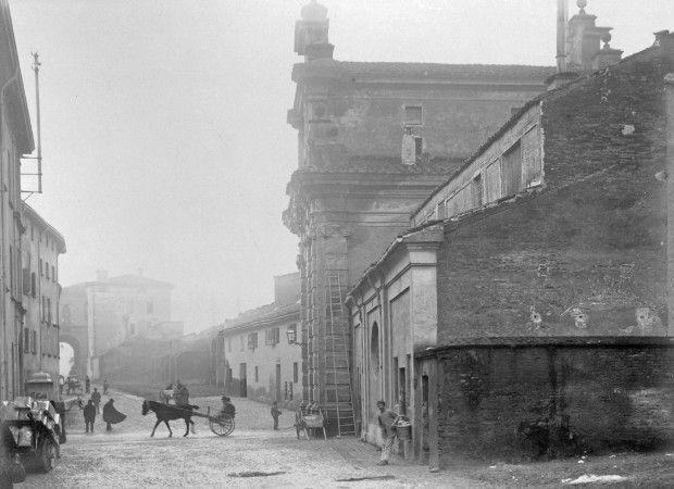 Vista su Porta Lame.    (Archivio Fotografico Cineteca di Bologna)