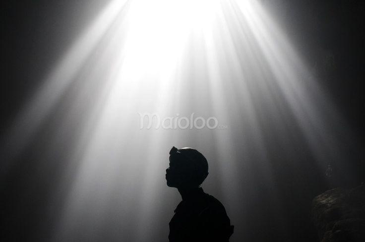 Cahaya Surga di Gua Grubug. (Reza Fitriyanto/Maioloo.com)