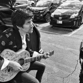 Untuk mendukung program grup charity 7 Inches for Planned Parenthood lebih dari 100 musisi influential telah menggoreskan tanda tangan mereka di atas gitar Gibson CJ-165. Gitar yang akan dundi kepada publik ini merupakan donasi dari Old Style Guitar Shop yang berlokasi di Los Angeles. Sang pemilik Reuben Cox menghabiskan waktu 5 bulan untuk mengumpulkan tanda tangan para musisi seperti Katy Perry Lady Gaga John Legend Foo Fighters dan lainnya. Tidak hanya berkesempatan memenangkan hadiah…