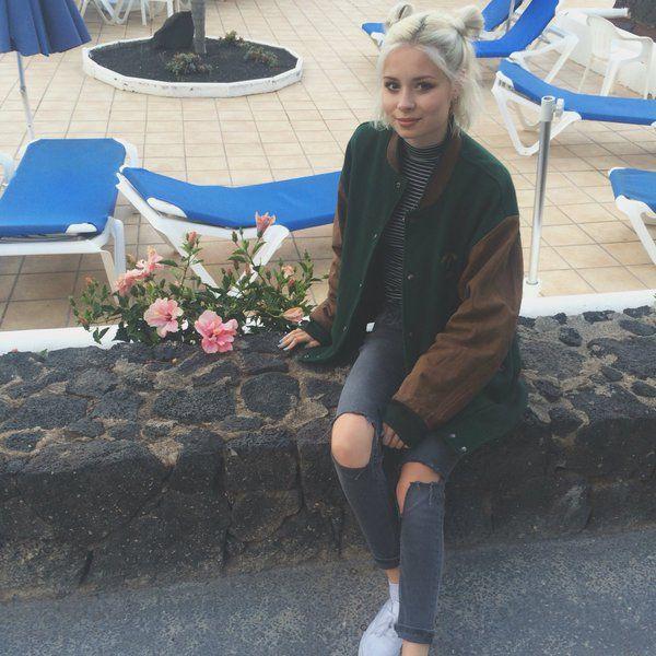 Nina Nesbitt. Love her outfit here