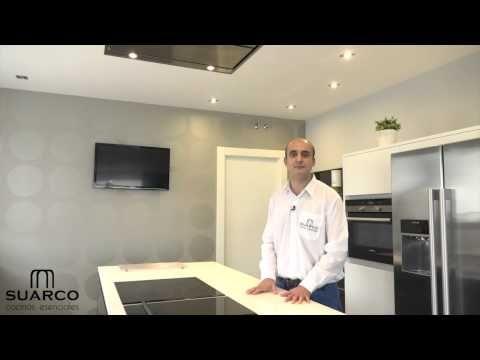 Video de cocinas integrales modernas blanca y negra con for Muebles de cocina suarco