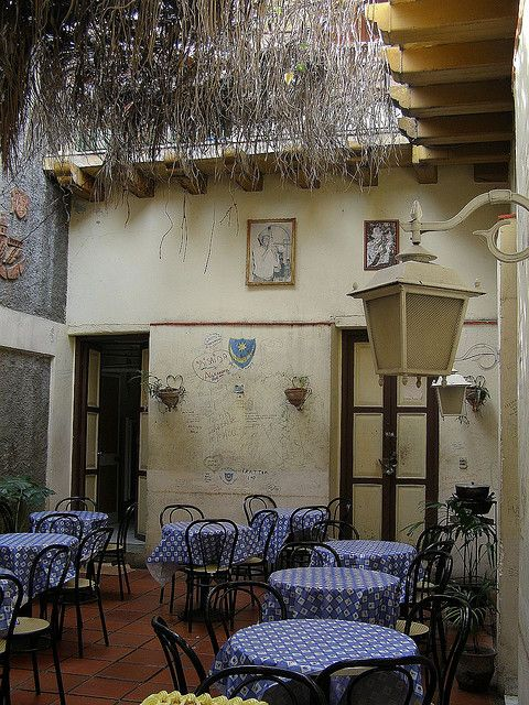 Casa de la Trova, a famous music venue in Santiago de Cuba (by utrechtwillem).