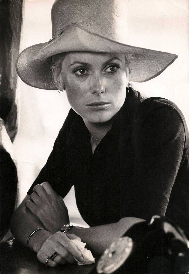Catherine Deneuve.... the impersonation of elegance !