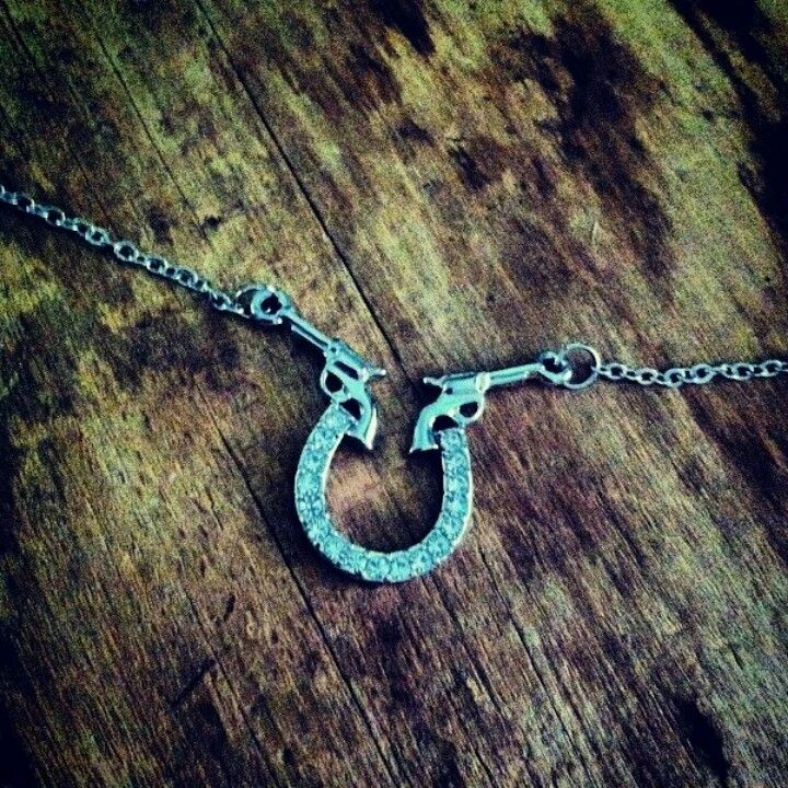 I absolutely love this pistol and horseshoe necklace!