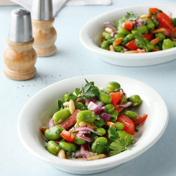 Wer Dicke Bohnen nur aus dem Eintopf kennt, wird sich wundern: Auch in einem Salat machen sie eine gute Figur. Schmeckt ein bisschen wie Urlaub in der...