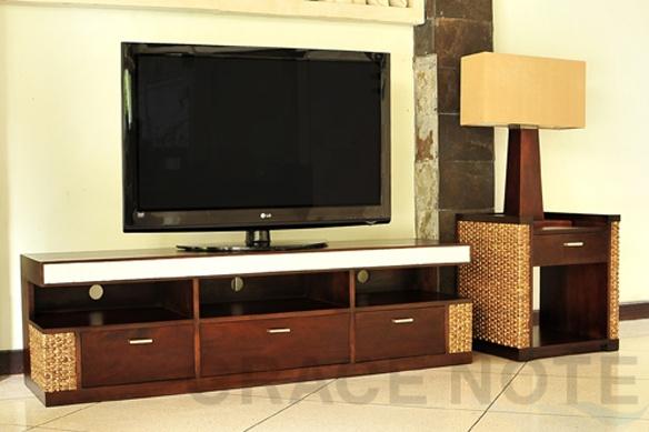 ◆ヒヤシンス・ストーンカービングテレビボード 【WTV-05】  希望小売価格(単価) 108,900 円(税込)美しいストーンカービングが特徴のデザインです。ワイド160なので、大型液晶テレビの設置も可能。    AV機器・DVDメディアなどの収納力もバツグンのテレビボードです。▲ストーンカービングが美しいアクセントになっています。職人による手作りで世界で一つの家具です。                商品番号1WTV-05  商品名◆売筋商品◆ヒヤシンス・ストーンカービングテレビボード 【WTV-05】  メーカー名グレイスノート  サイズ(W)160x(D)40x(H)46cm  成分・材質マホガニー材、ウォーターヒヤシンス、ライムストーン  生産地インドネシア