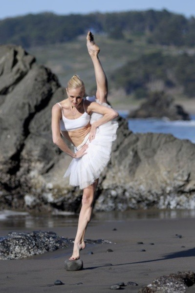 fierceBallet Dancers, Beach Fun, Ballerinas Projects, Little Rocks, At The Beach, Dance Mom, Nature Photography, Ballet Photography, Nature Beautiful