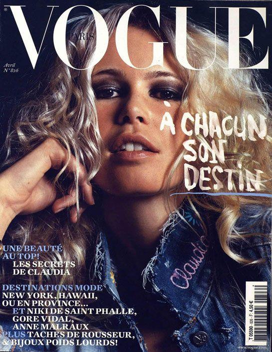 Vogue Paris avril 2002 http://www.vogue.fr/photo/les-photographes-de-vogue/diaporama/mario-testino-en-53-couvertures-de-vogue-paris/5735/image/406794