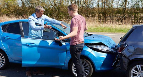 Cada año vemos como el contrato de seguro de nuestro vehículo o el de hogar se prorroga automáticamente sin más.