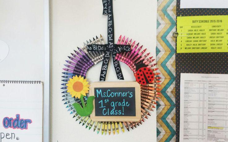 How to Make a Teacher Crayon Wreath
