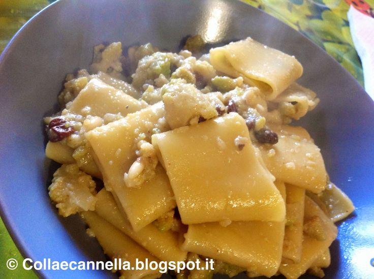 Ingredienti:   180 gr di paccheri  1 cavolo romano  20 gr di pinoli  40 gr di uvetta  Acciughe sott'olio q.b  Olio evo  Sale  Peperoncino in...
