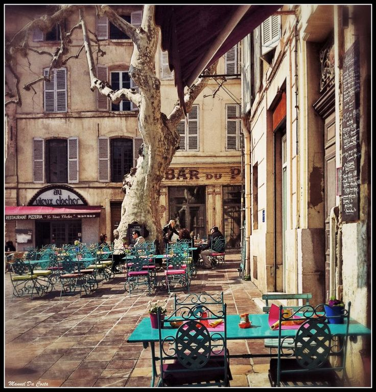 MARSEILLE - Old District Le Panier - Restaurant Au Vieux Clocher & Restaurant L'Effet Clochette - Place des Augustines, 13002 Marseille
