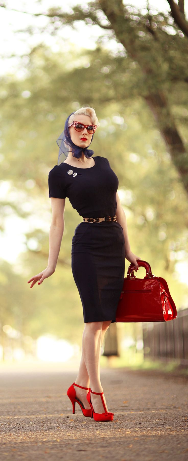 I love the red and black with those elegant yet fun shoes and the ultra glamorous headscarf/sunglasses pairing! x