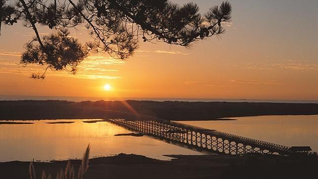 Las mejores playas del Algarve| Via ABC Vajar | 19/07/2014  Diez playas del sur de Portugal, algunas de ellas casi desiertas, con extensos arenales y espectaculares acantilados. Photo: Lago o Gigi | Quinta do Lago #Portugal