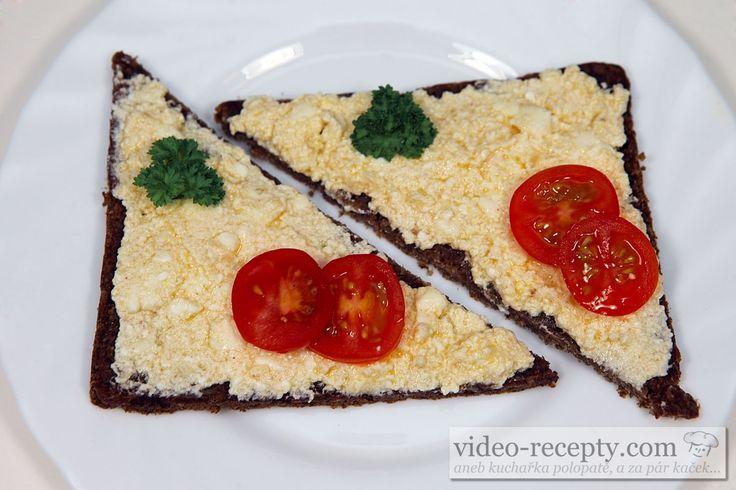Recept Cesnaková nátierka s eidamom - cesnaková nátierka s tmavým chlebom