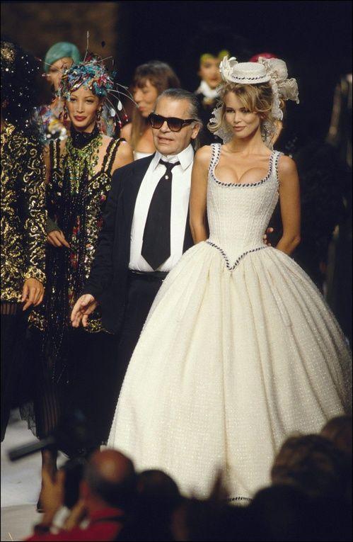 Inspirations mariage: Claudia Schiffer en robe de mariée Chanel dans les 90s 2