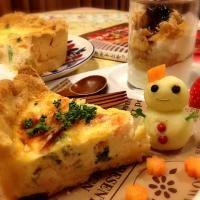 SnapDishに投稿されたB L U Eさんの料理「ほうれん草 ベーコンのキッシュ (ID:KWvfPa)」です。「いつかの冷凍パイシート発掘される」キッシュ ほうれん草 ベーコン