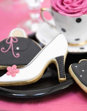 Fun purse and shoe cookies... Would be great for various celebrations ( Girls Night Out, birthday parties, showers) or would work for parties that do business with shoe companies http://fave.co/2dj7TMz