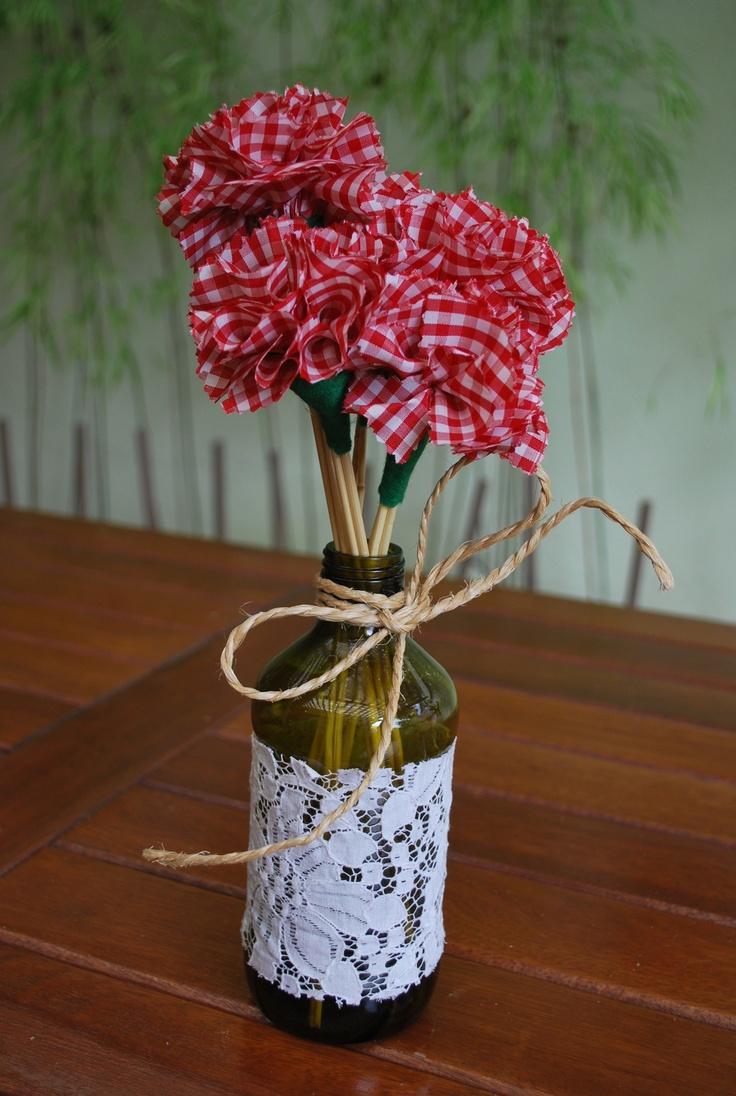 Tulipas de tecido e garrafa rendada | Garrafas Decoradas ...