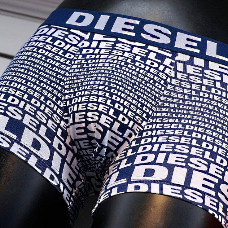 Wist je dat je bij ons ook terecht kan voor heren boxershorts van luxe merken zoals Diesel? Op de Haagse Markt kraam 2.21/2.22 hebben wij een groot assortiment heren boxershorts van luxe merken. En heb je geen tijd om naar de markt te komen dan kan je ze ook bekijken in onze webshop.